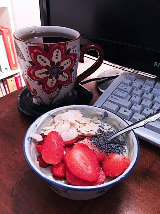 strawberry-almond-poppyseed-matcha-Greek-yogurt_3820web.thumb.jpg.1d1d4b67dc67cdc9878d9a91a53368bb.jpg