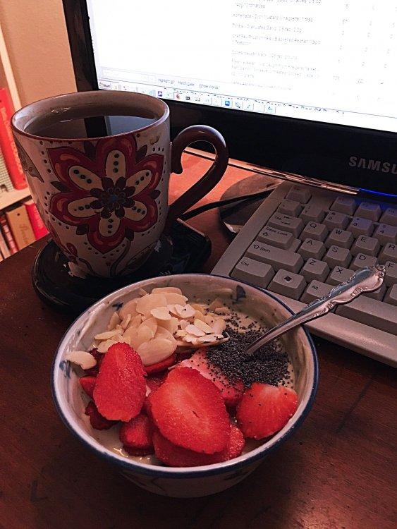 strawberry-almond-poppyseed-matcha-Greek-yogurt_3821web.thumb.jpg.7fdb04453bfeecf4f00f99b01648c971.jpg