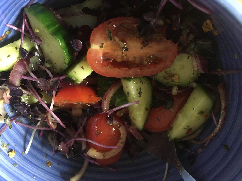 salad.thumb.jpg.7f3329f347de5cbb147fd2ba10d2dc2a.jpg