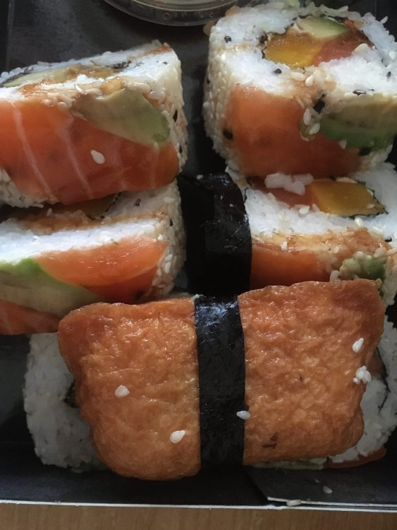 sushi.thumb.jpg.ff1471c6b950ecd716bed38b669e0607.jpg
